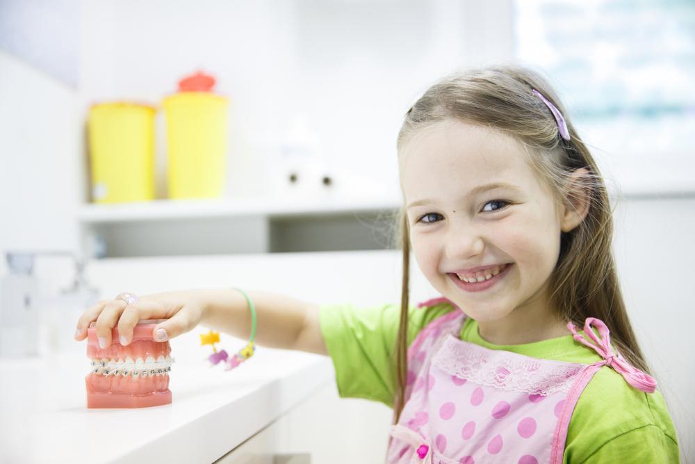 Что делать, если ребенок выбил зуб